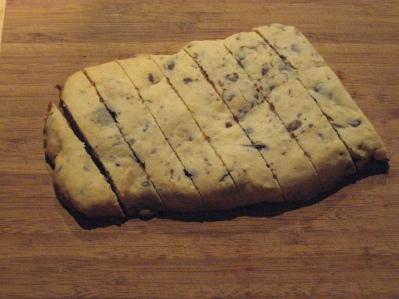 cutting th biscotti