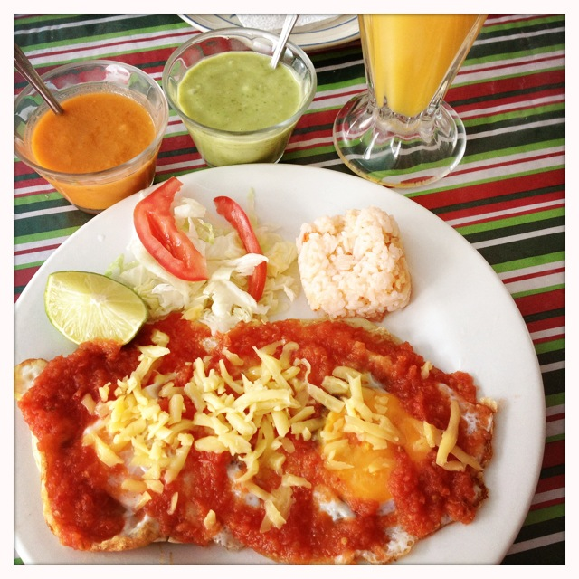 Here is a picture of my breakfast at la Bruja on Isla Mujeres, Mexico, with some of this avocado sauce.