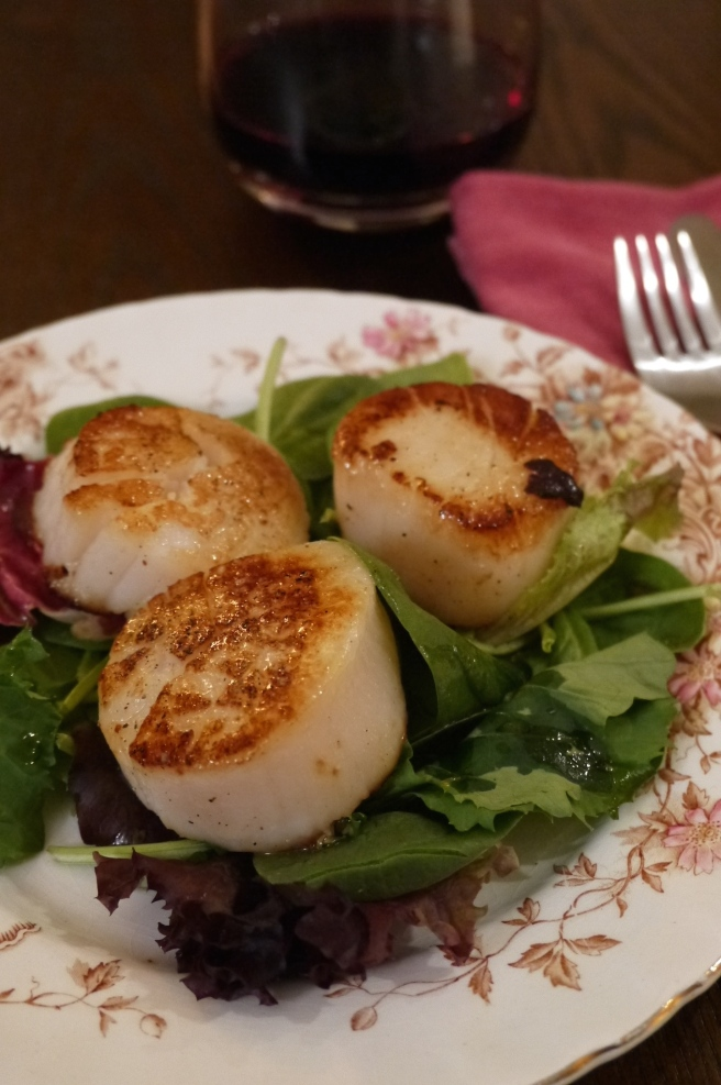seared scallops on greens - trust in kim