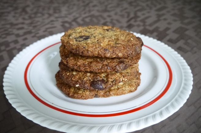 chocolate chip oat and seed cookie - trustinkim