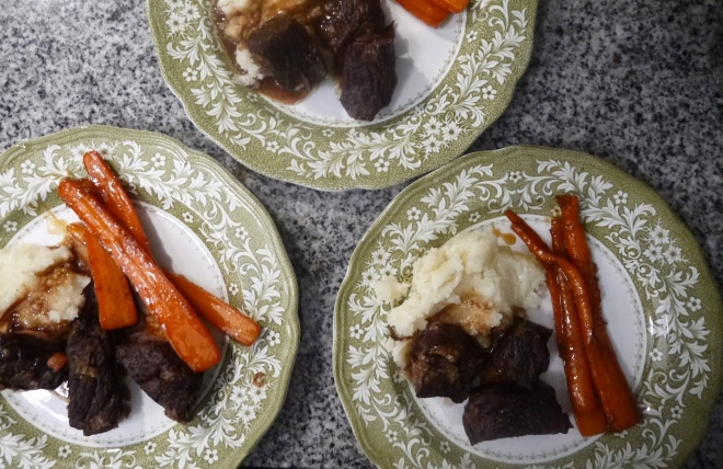 red wine braised short ribs - trustinkim.com